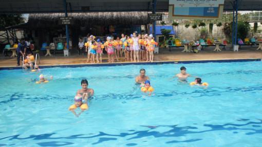 Phổ cập bơi cho trẻ thay vì nhắc nhở