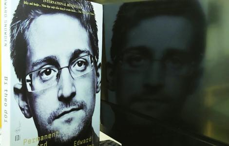 Edward Snowden - Trong đường hầm tình báo