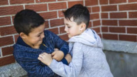 Bạo lực học đường và niềm tin của trẻ con