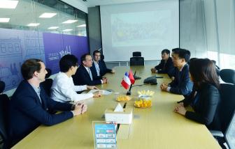 Tổng lãnh sự Cộng hòa Pháp thăm văn phòng Tập đoàn Saint-Gobain Việt Nam