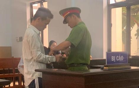 12 năm tù cho gã cậu ruột đồi bại với cháu gái 14 tuổi ở Tiền Giang