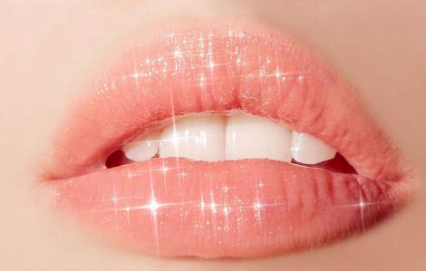 5 phút để có đôi môi mềm mại, căng mọng