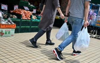 Nhật Bản bắt đầu tính phí túi nilon