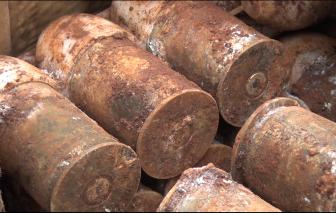 Phát hiện 60 quả đạn cối M79 còn nguyên kíp nổ khi đào móng