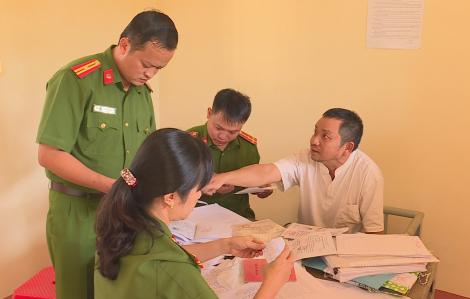 Người đưa tiền trong vụ thanh tra viên Sở Nội vụ nhận hối lộ bất ngờ nghỉ việc