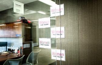 Cứu vãn sự ủng hộ sụt giảm, tổng thống Mỹ nhắm mục tiêu: phụ nữ