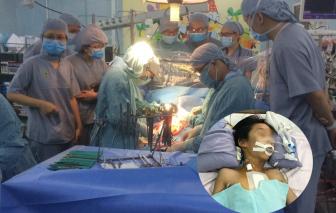 Hành trình cứu sống bé trai nghi bị mẹ đâm thủng tim