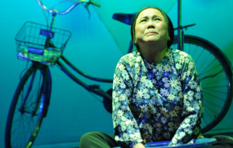 """Ngã chấn thương cột sống, nghệ sĩ Ái Như vẫn tiếp tục diễn: Còn đó """"vàng ròng"""" của sân khấu"""