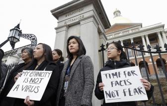 """Ngoài COVID-19, nước Mỹ phải đối phó với """"dịch thù ghét"""" người châu Á"""