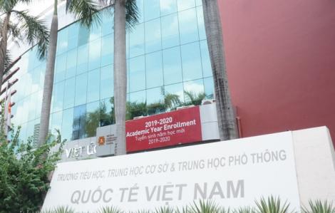 Trường Việt Úc nói gì sau khi cho nhiều học sinh thôi học vì bị phụ huynh chỉ trích?