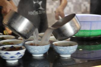 """Bún cá miền Tây """"mê hoặc"""" người Sài Gòn"""