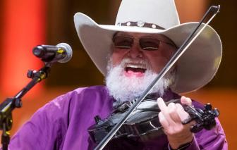 Ngôi sao nhạc đồng quê Charlie Daniels qua đời ở tuổi 83