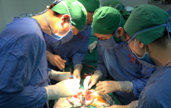 Đại tiện ra máu, người phụ nữ 53 tuổi phát hiện hơn 100 polyp trong ruột