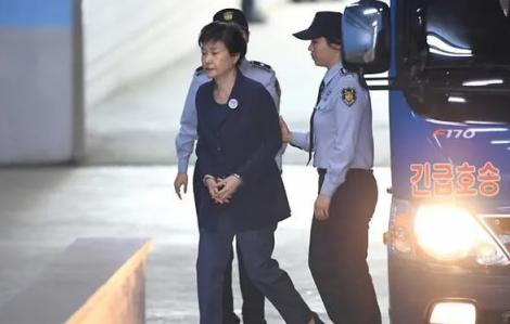 Cựu Tổng thống Hàn Quốc Park Geun-hye được giảm 10 năm tù