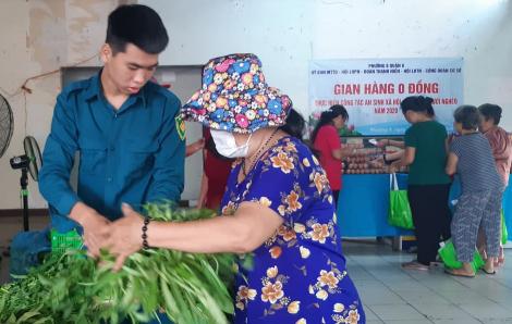 Đi chợ giúp người nghèo