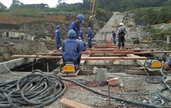 Công nhân Việt Nam ở Guinea Xích đạo thấp thỏm chờ chuyến bay hồi hương