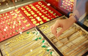 Giá vàng tăng nhanh rồi giảm,  cửa hàng vàng hưởng lợi