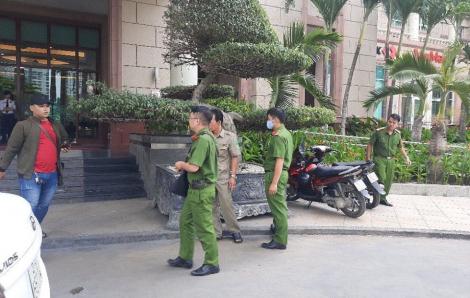 Đang khám xét nhà ông Trần Vĩnh Tuyến và ông Trần Trọng Tuấn
