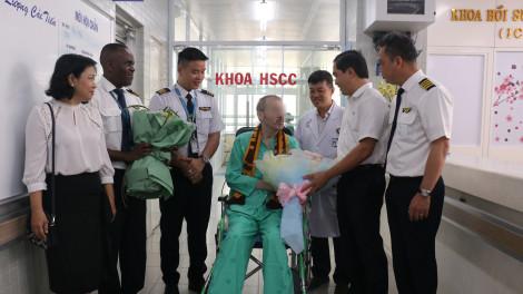 Phi công Vietnam Airlines xuất viện về nhà