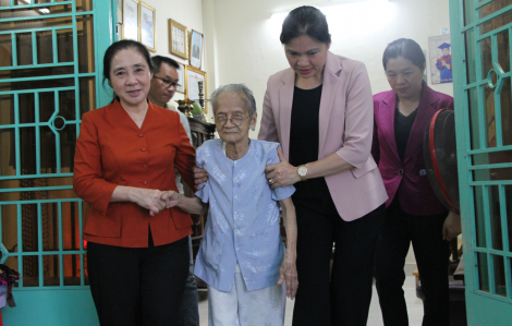 Chủ tịch Hội LHPN Việt Nam thăm Mẹ Việt Nam anh hùng