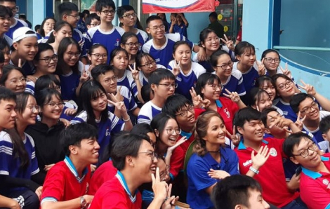 Hoa hậu H'Hen Niê cùng hàng ngàn thanh niên tham gia lễ ra quân Chiến dịch tình nguyện hè 2020