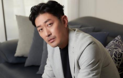 """""""Ông hoàng phòng vé"""" Ha Jung-woo bị điều tra vì sử dụng chất cấm"""