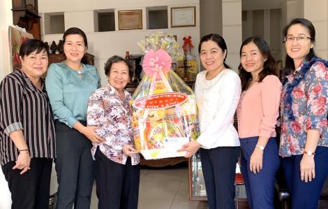 Hội LHPN TP.HCM tri ân các Mẹ Việt Nam anh hùng, nữ tù chính trị, gia đình chính sách