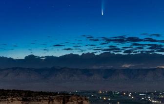Vẻ đẹp của sao chổi nghìn năm mới thấy một lần nhìn từ khắp nơi trên trái đất