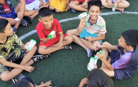 Niềm vui cho trẻ thơ từ triệu ly sữa ngọt ngào