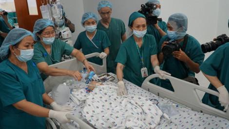 """Giám đốc Bệnh viện Nhi Đồng thành phố: ''Ca mổ kết thúc, kết quả bước đầu rất tốt"""""""