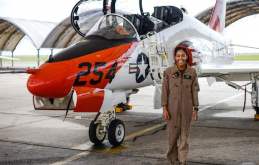 Nữ phi công da màu đầu tiên trong lực lượng Hải quân Mỹ