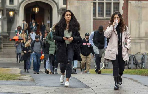 Tổng thống Donald Trump bãi bỏ trục xuất du học sinh nước ngoài