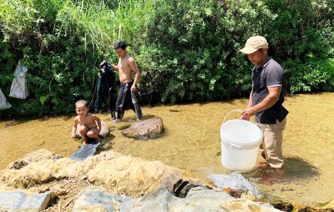 Dân uống nước kênh mương, mỏi mòn chờ nước sạch