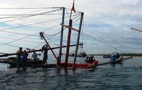 Tàu hàng đâm chìm tàu cá rồi bỏ đi, 6 ngư dân thoát chết