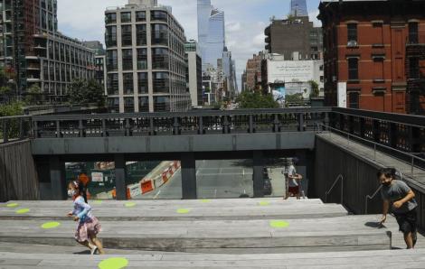 COVID-19: New York trông miễn phí 100.000 học sinh từ 3 tuổi cho đến lớp 8