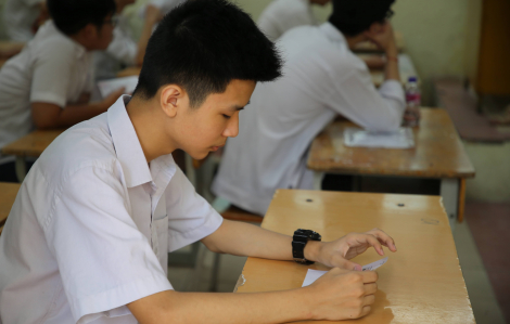 Sáng nay, thi vào lớp Mười tại Hà Nội: Thí sinh hồi hộp bước vào môn ngữ văn