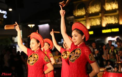 Đường đi bộ Nguyễn Huệ rộn ràng âm nhạc, vũ điệu ngày cuối tuần