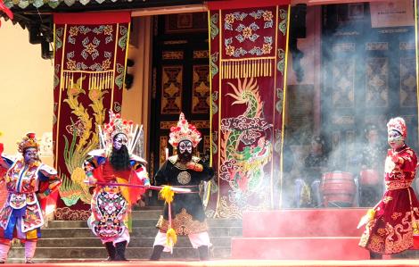 Trình diễn nghệ thuật hát bội ở Thảo Cầm Viên Sài Gòn