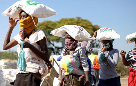 Thế giới thiếu ăn vì COVID-19: Gánh nặng đè lên vai phụ nữ