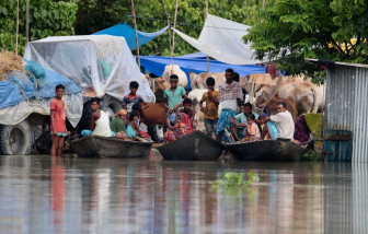Cuộc sống khốn khổ của người dân Nam Á trong trận lũ lụt kinh hoàng