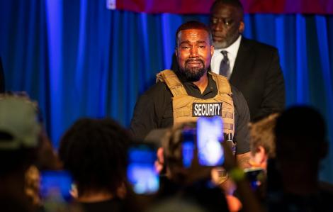 Kanye West cân nhắc hoãn tranh cử, đang cố gắng ly dị vợ