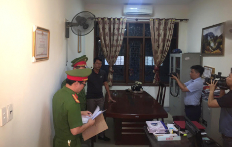 Khám xét khẩn cấp nơi làm việc của phó phòng liên quan đề án xây nhà cho bò ở Nghệ An
