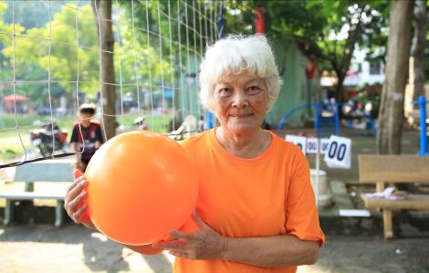 Đội bóng chuyền lão bà ở Sài Gòn