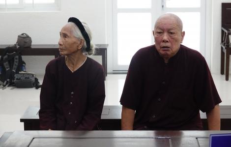 """Vụ con dâu """"khai tử"""" bố mẹ chồng đang sống: Hoãn phiên tòa lần 5 vì bị đơn và nguyên đơn vắng mặt"""