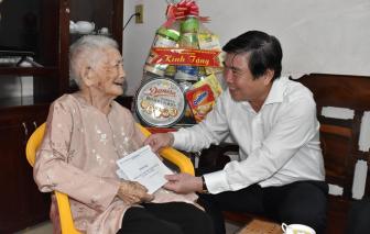 Chủ tịch UBND TPHCM Nguyễn Thành Phong thăm gia đình chính sách