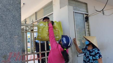 Clip: Bệnh viện C Đà Nẵng cung cấp cho người bệnh ăn ngày 3 bữa trong suốt thời gian phong tỏa