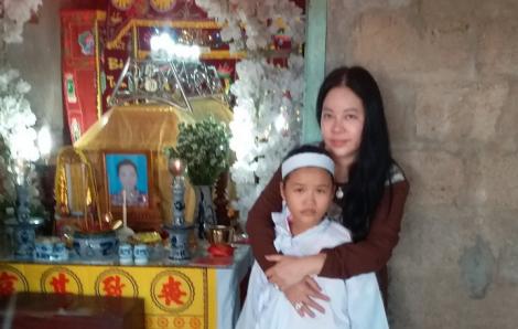 Nữ doanh nhân nhận nuôi cháu bé mồ côi mẹ đến khi vào đại học