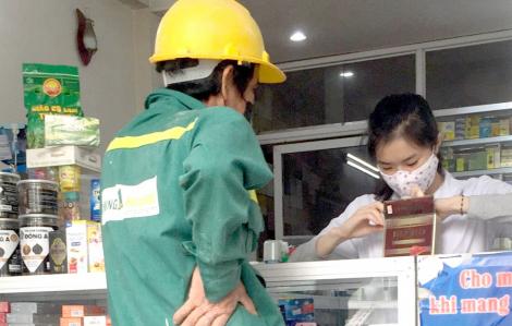 Bộ Y tế yêu cầu tất cả nhà thuốc phải ghi số điện thoại của khách bị cảm cúm, ho, sốt