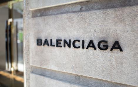 """Báo Mỹ ủng hộ cô gái gốc Việt tố hãng Balenciaga đánh cắp ý tưởng """"ninja đường phố"""""""