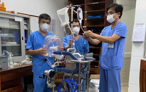 Hàng trăm ngàn khẩu trang y tế, đồ bảo hộ hỗ trợ Đà Nẵng phòng, chống dịch COVID-19
